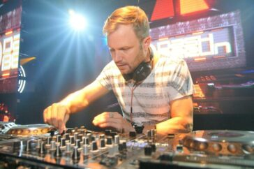 Liquid Cafe and Projam Present : Dashberlin